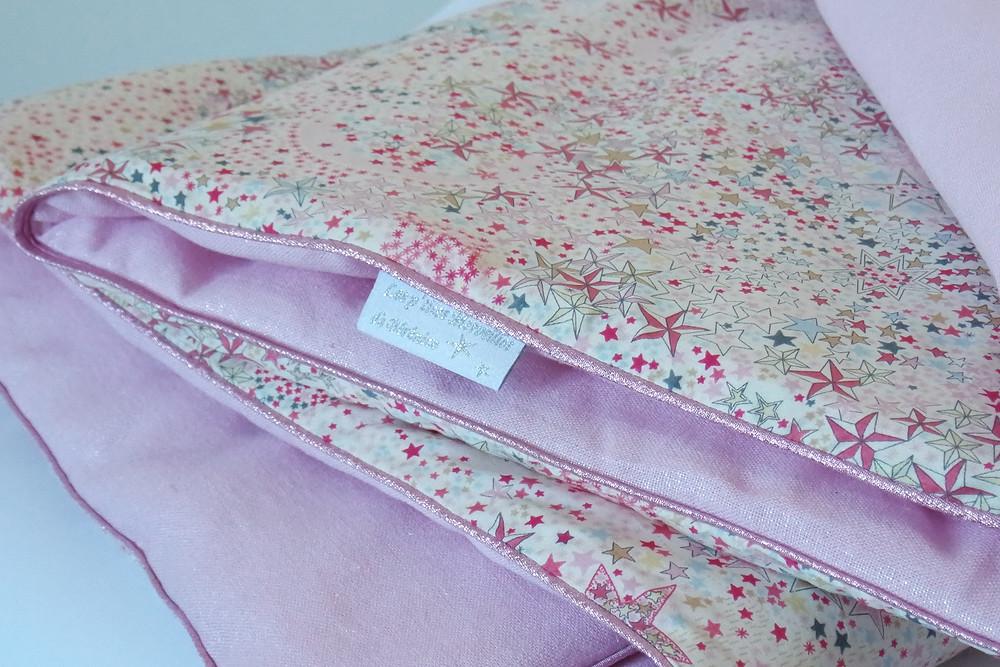 Couverture bébé Liberty Adelajda étoiles roses gris or exclu japonnais et lin rose irisé_pliée détails