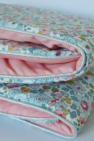 "Couverture Liberty ""Betsy porcelaine"" et chambray"
