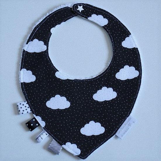"""Bavoir bébé bandana """"nuages et étoiles"""" blancs fond noir"""