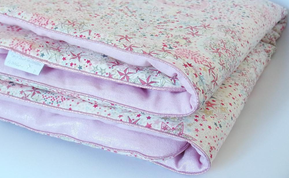Couverture bébé Liberty Adelajda étoiles roses gris or exclu japonnais et lin rose irisé_biais
