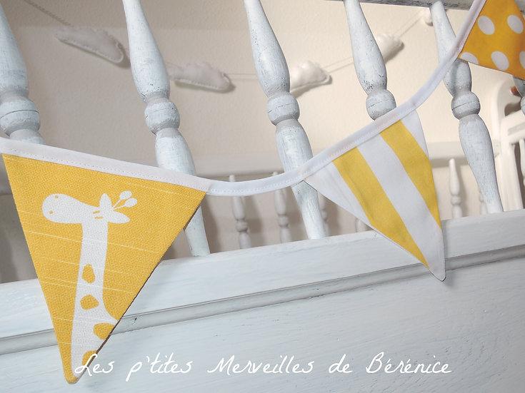 """Guirlande de fanions en tissu """"girafe"""" jaune et blanc_détails"""