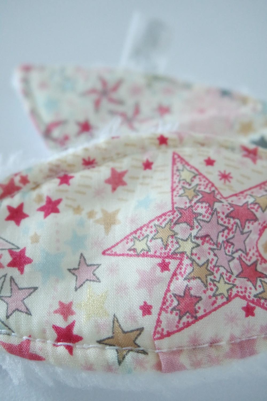 Hochet bébé oreilles de lapin bébé Liberty Adelajda étoiles roses gris or exclu japonnais_détails