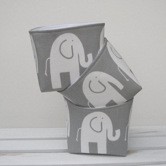 """Petite corbeille """"éléphants"""" grise et blanche"""