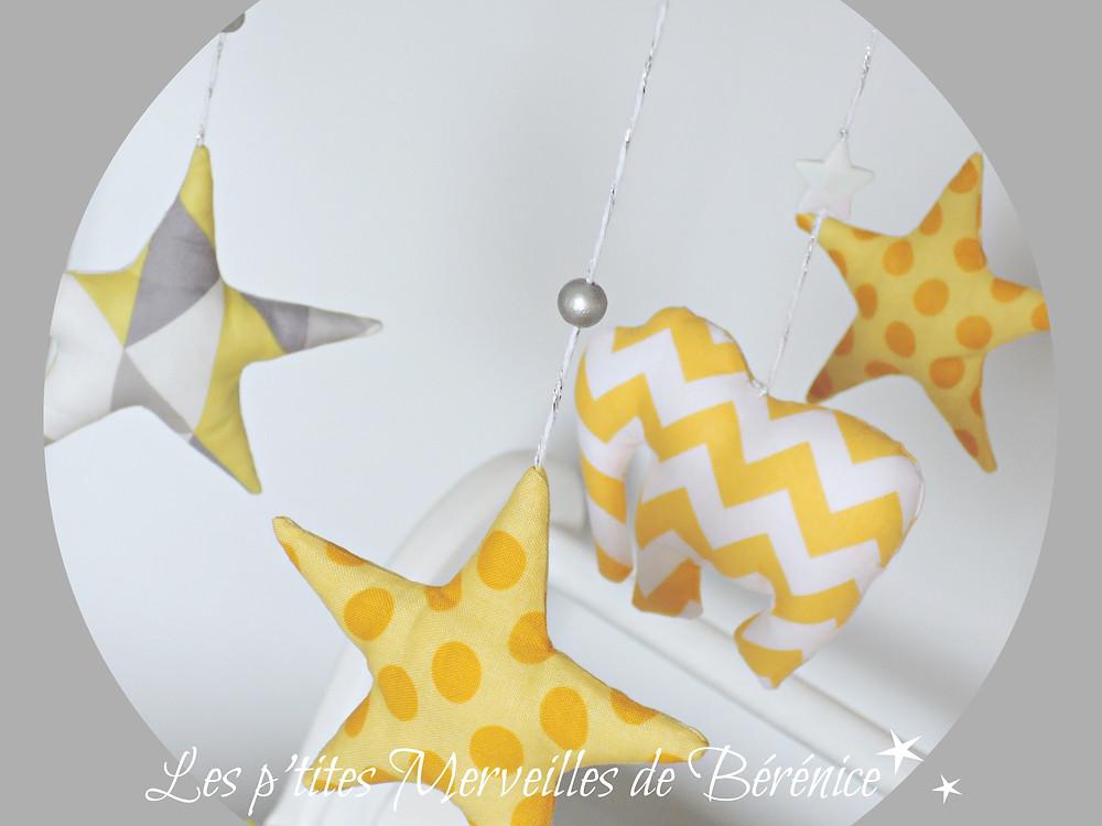 """Mobile musical bébé """"Eléphant et étoiles"""" jaune, gris, blanc, argent"""