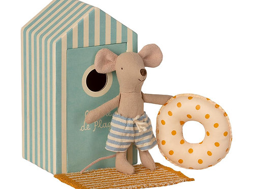 Maileg Beach Mouse - Little Brother in Cabine de Plage