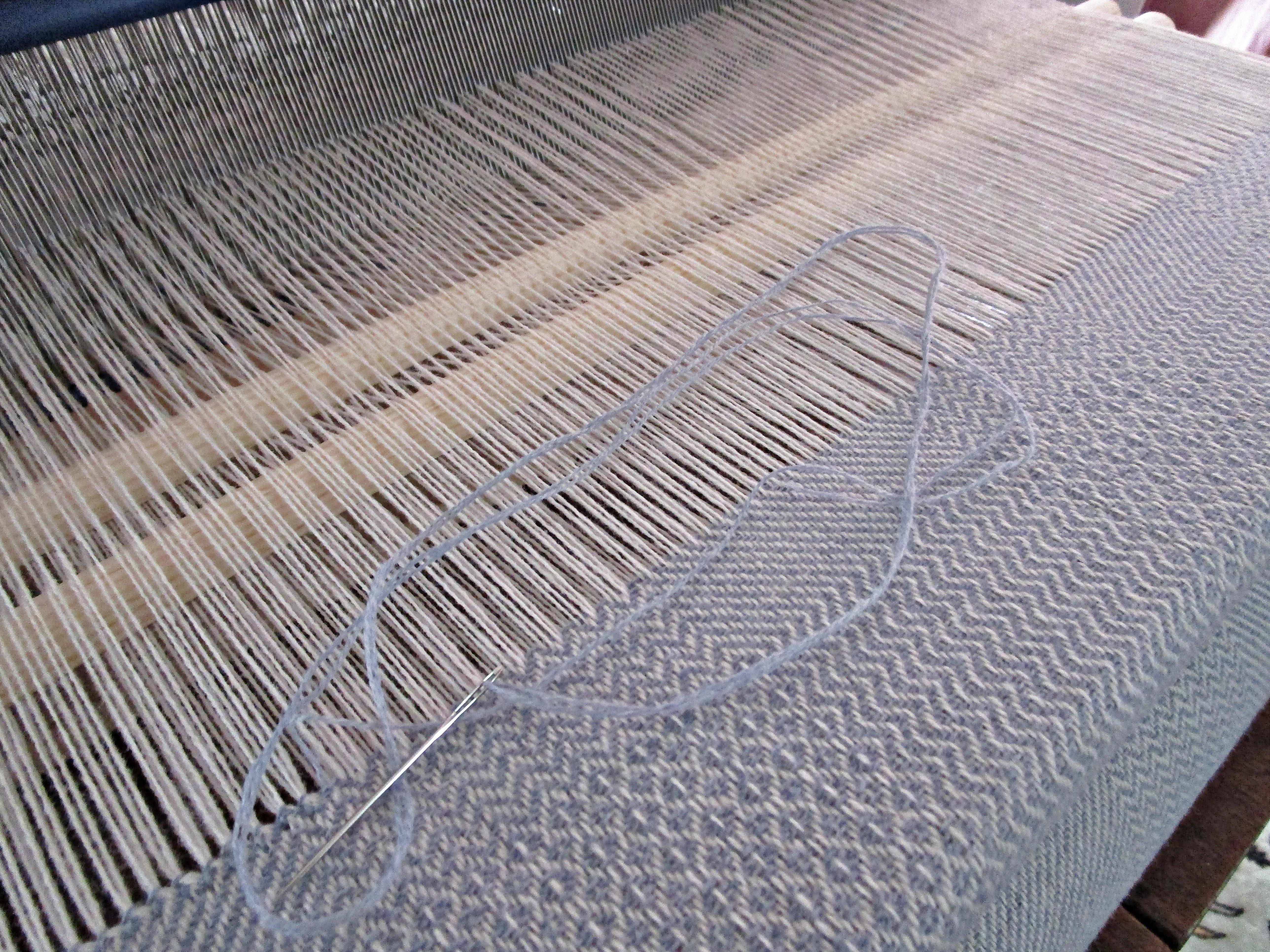 Sark_Twill_on the loom