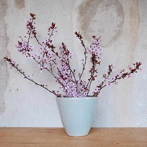 Kónická váza se zelenkavou glazurou