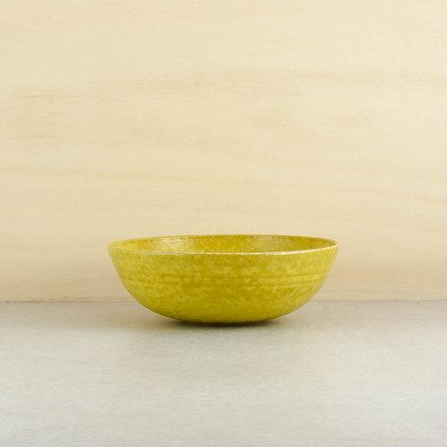 Žluté velké misky