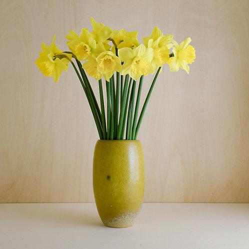Žlutá váza s tečkou