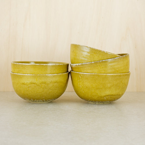 Hlubší žluté misky