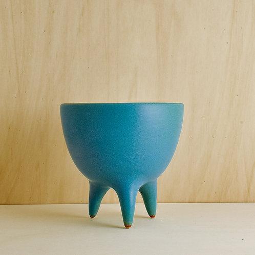 Tyrkysová váza na nohách