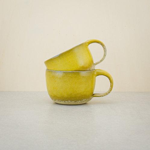 Žlutý hrnek
