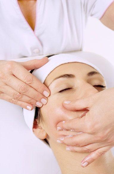Massage visage liftant Amandine Lo facialiste Paris et Vincennes