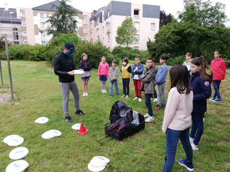 Deux cent cinquante élèves de la région angevine découvrent les sports de disque