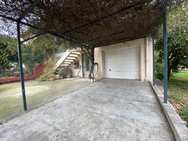 Entrée garage à l'avant