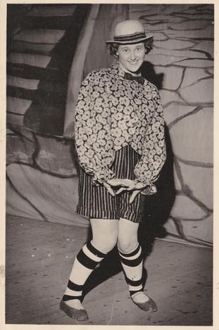 1965 Old Women (33).jpg