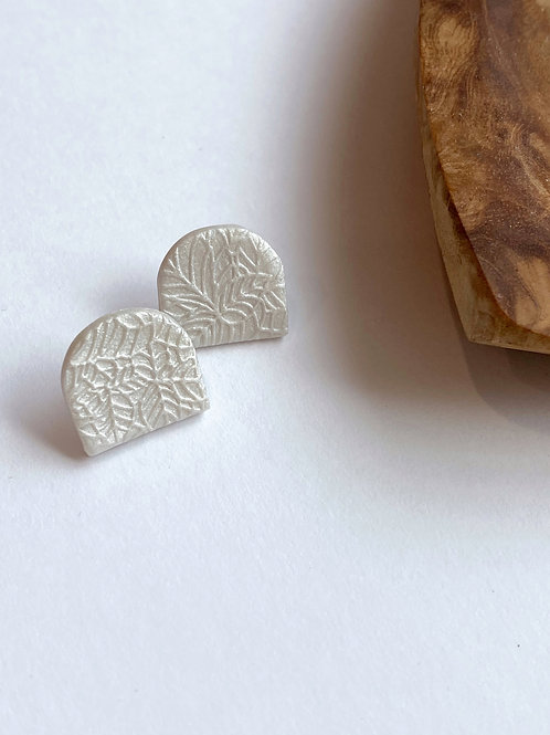 Kyoto Pearl    Bed of Leaves Studs