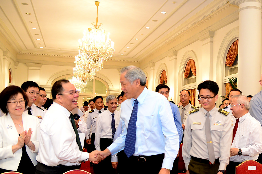 Guest-of-honour Minister of Defense Mr Ng Eng Hen welcomed by guests to the MINDEF/SAF Scholarship Awards Ceremony 2016