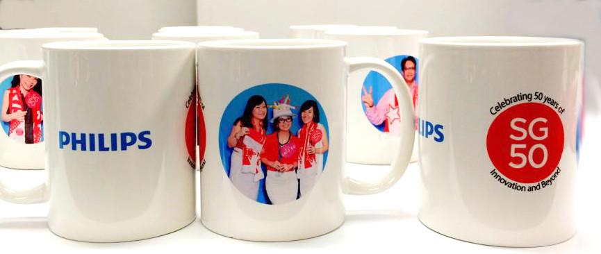Instant photo mug as door gift