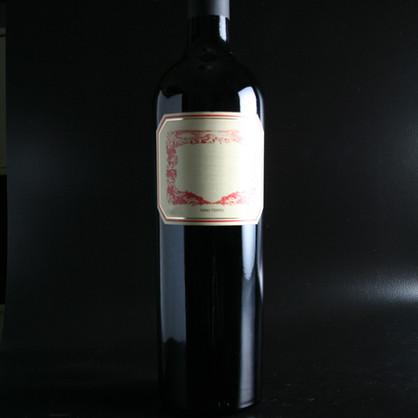 Botella de vino rojo