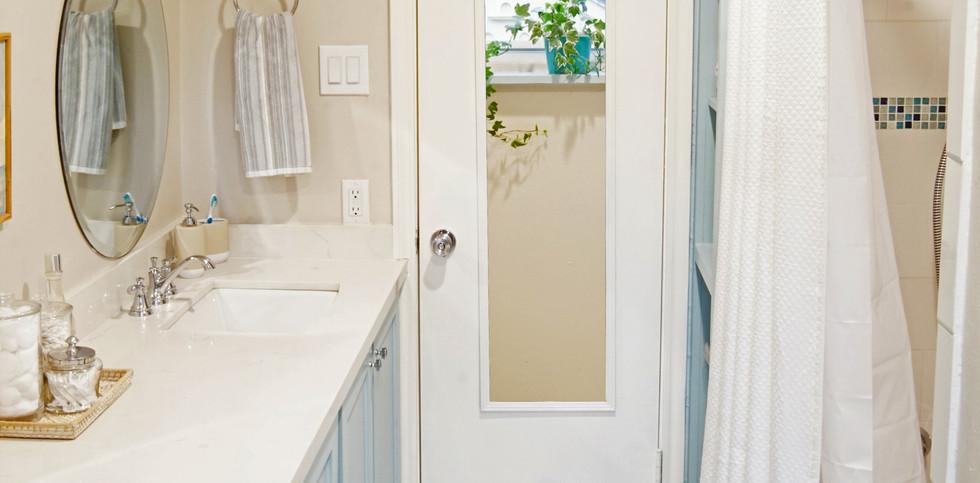 Royal Oaks Bathroom