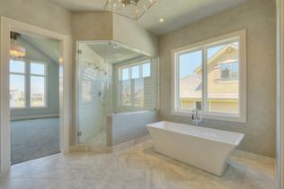 19.master tub.shower.jpg