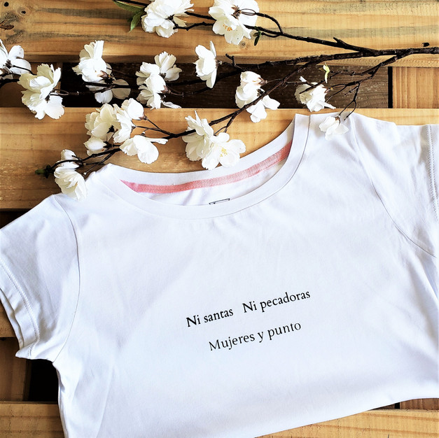 Camiseta algodón Ni Santas Ni Pecadoras