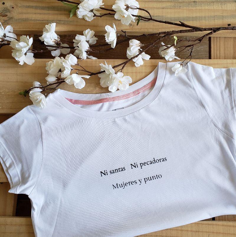 Camiseta Ni Santas Ni Pecadoras