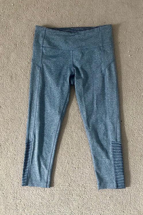 Grey calf-length leggings