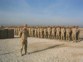 Wie is de mens achter het uniform?
