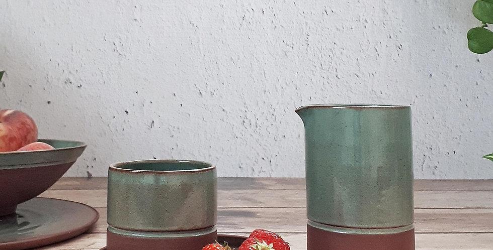 TASSE A CAFE | grès rouge et émail vert feuille