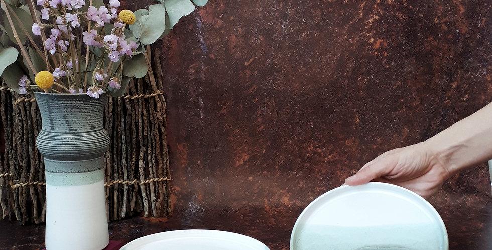 ASSIETTE DESSERT | grès blanc et émaux gris/vert et blanc pur