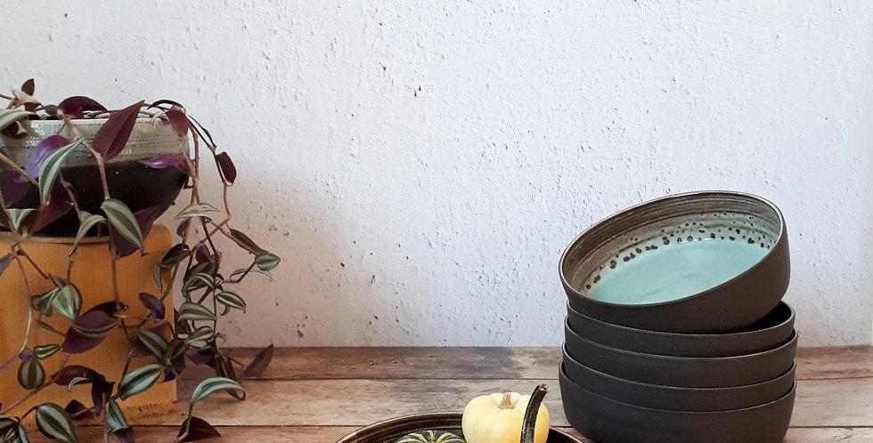 ASSIETTE | grès noir, émail bleu turquoise