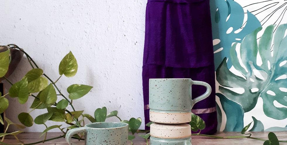 TASSE A CAFE | grès à pyrites et émail vert feuille