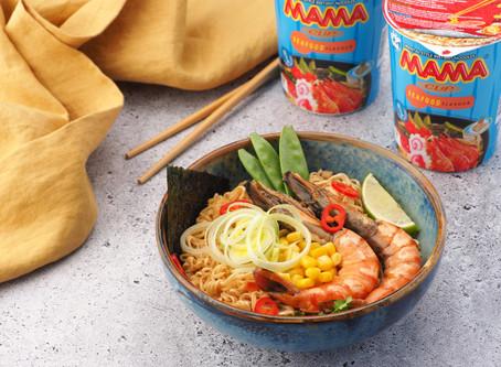 Готовим лапшу МАМА со вкусом морепродуктов с лангустинами и лимонным соусом
