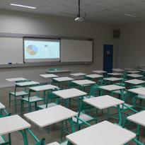 Sala de aula com lousa interativa