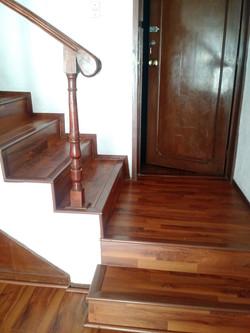 Piso laminado escalera 1
