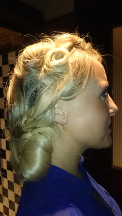 Hairstyle-Using-A-Wig