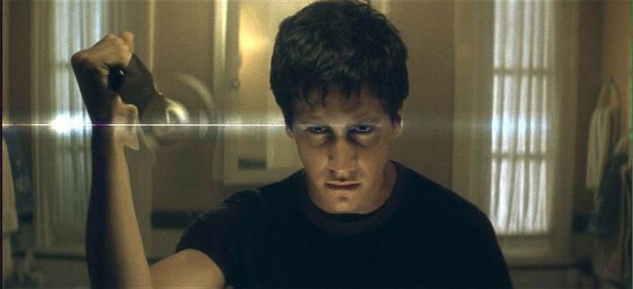 Jake Gyllenhaal na cena onde ver o coelho do mal pela primeira vez-otageek