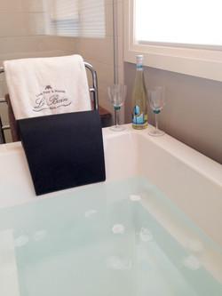 Spa like soaker tub