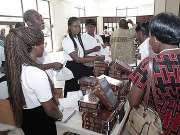 """""""A Palavra de Deus através dos olhos africanos"""", a primeira Bíblia de estudos em Gana"""