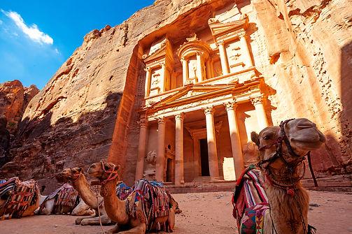 Treasury palace in Petra, Jordan.jpg