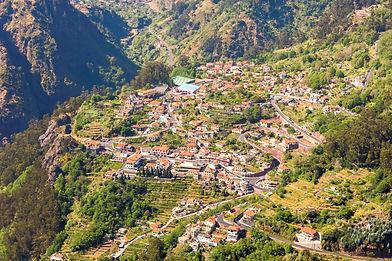 Vista_de_Curral_das_Freiras%2C_Madeira%2