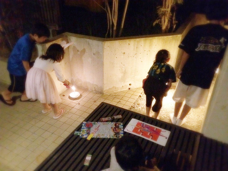 沖縄、シェアハウス、サクラ、花火