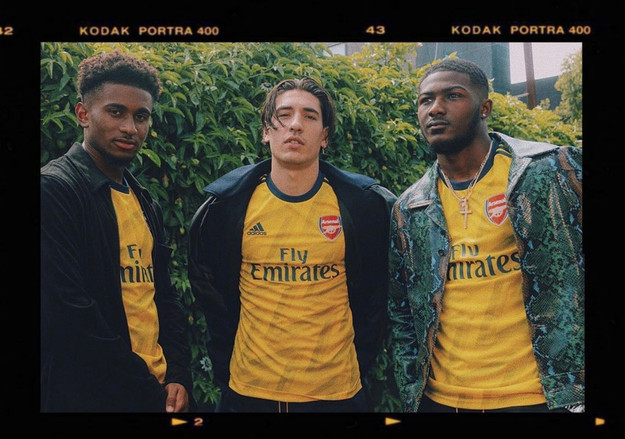 ADIDAS x Arsenal Player Shoot