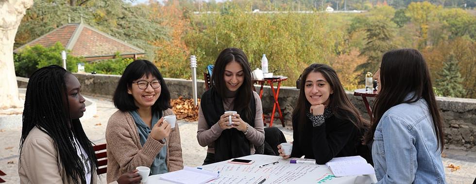 Étudiants participant à l'activité Créativité, Leadership, Communication, Réflexion stratégique