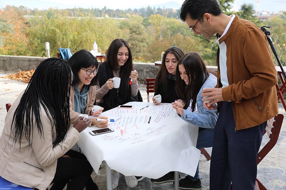 Etudiants MBA avec le Professor