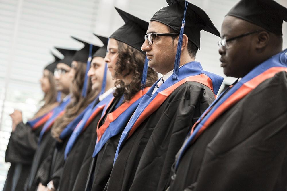cérémonie de remise des diplômes aux étudiants