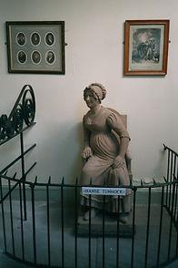 RB - 045 Statue of Nanse Tunnock