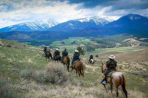 horseback-riding-group-in-montana-bitter